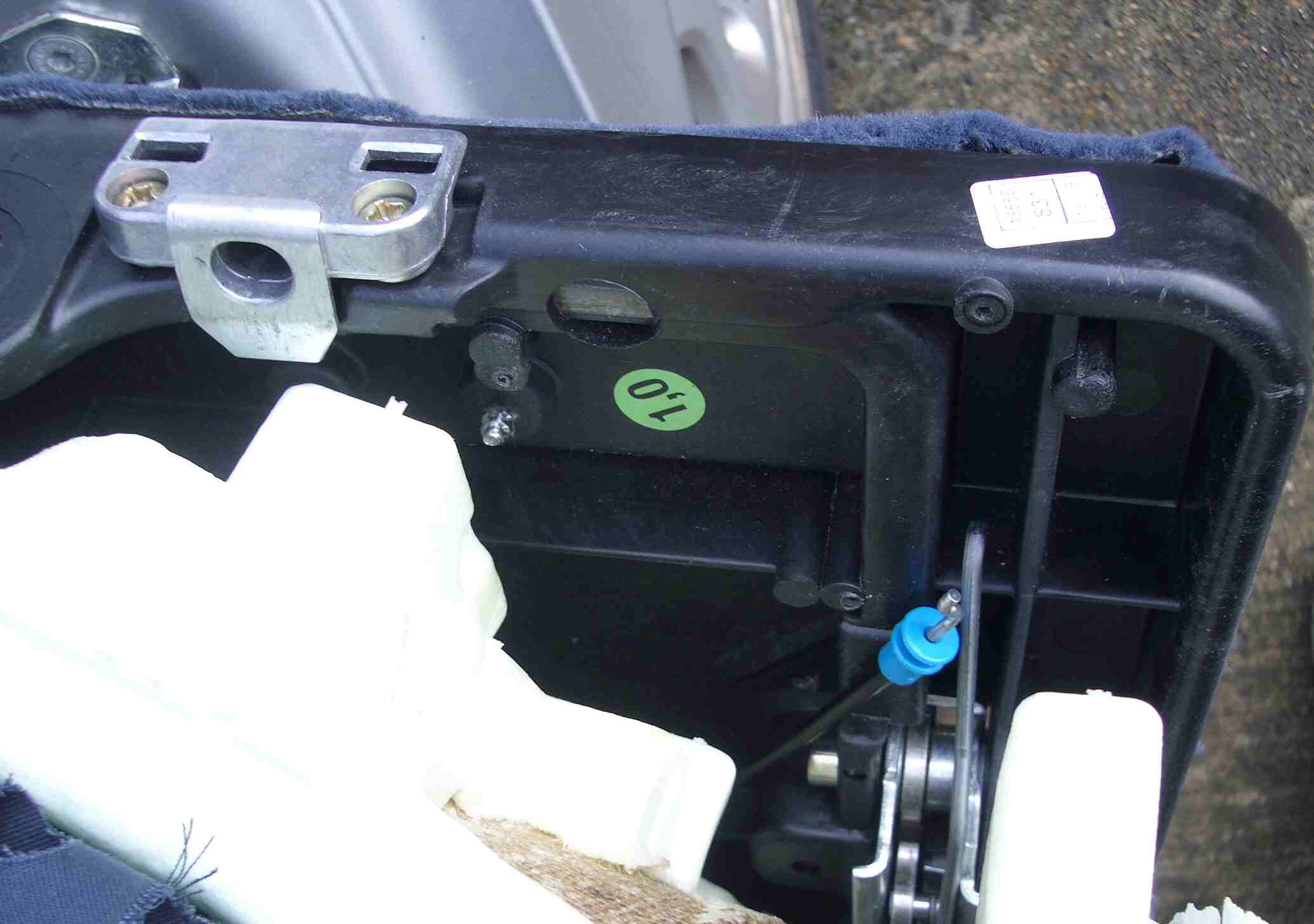 Rear seat mechanism mercedes benz owners 39 forums for Mercedes benz repair forum